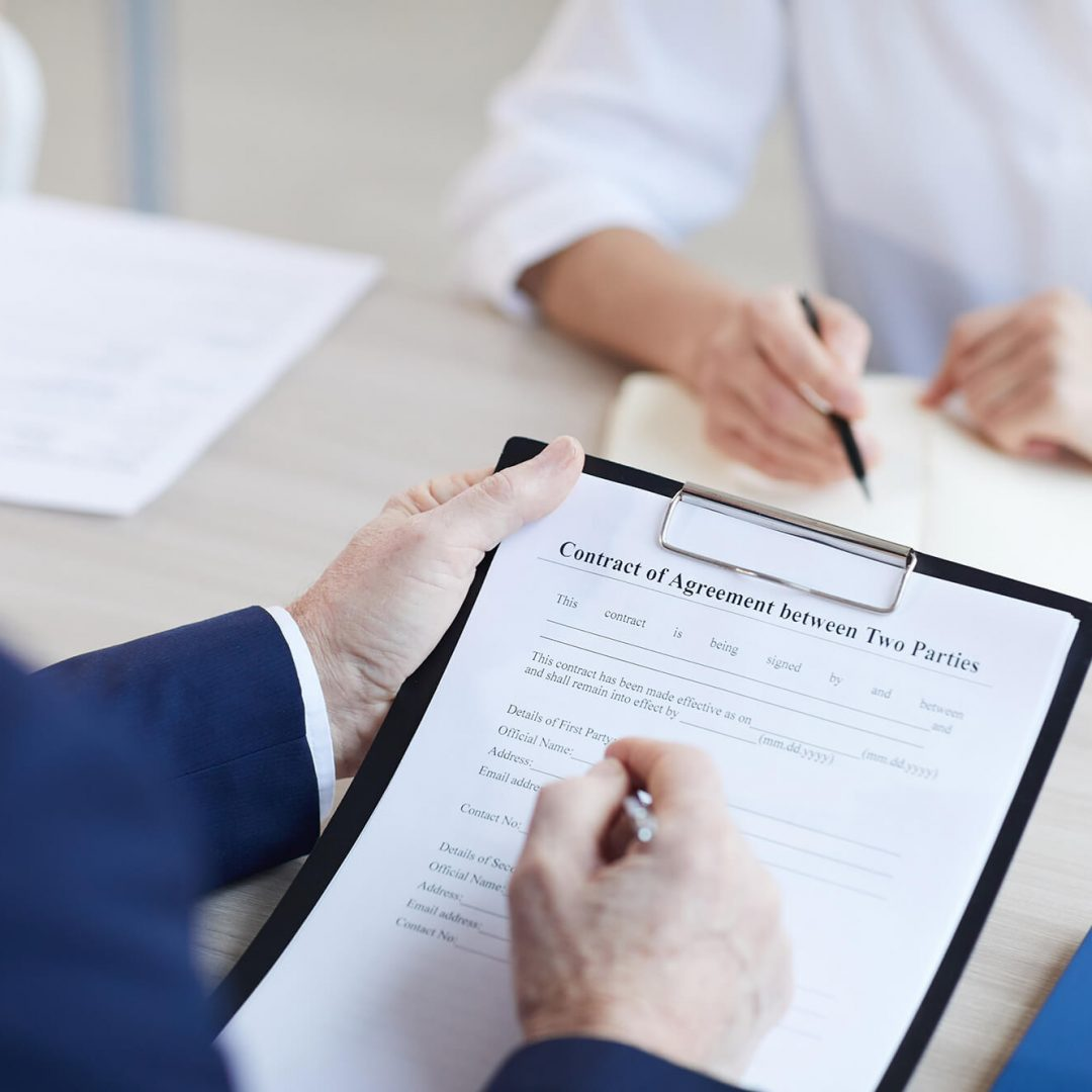 businessman-signing-contract-HSMPLZ6-1.jpg